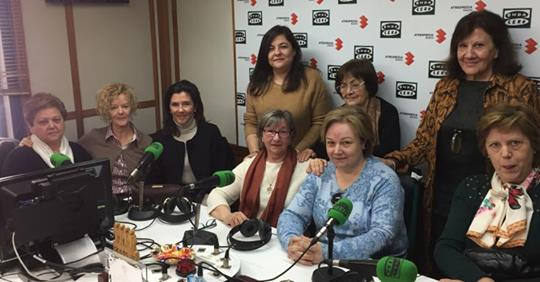 Grupo de familias en Onda Cero.